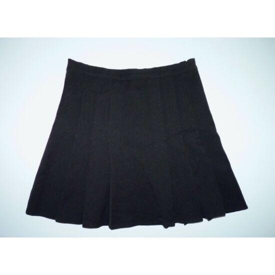 146/152-es fekete alkalmi ünneplő szoknya