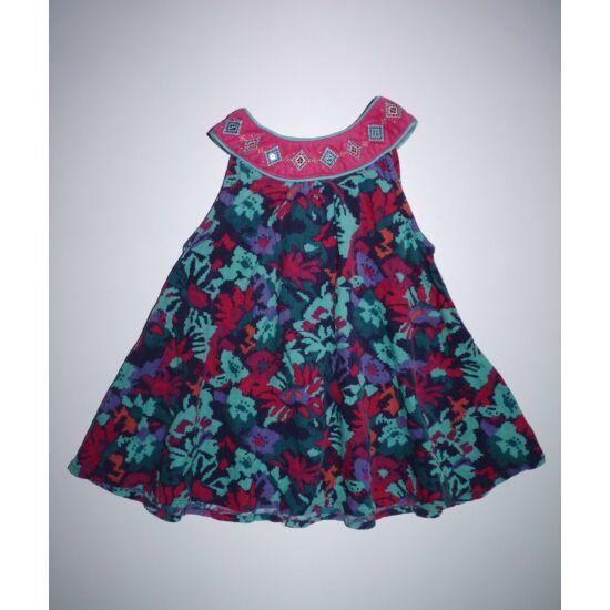74-es gyönyörű különleges fazonú kislány alkalmi ruha
