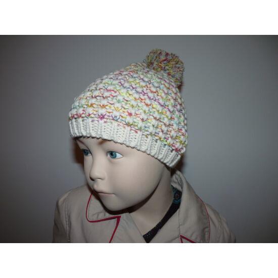 Új, F&F vajszínű alapon színes kötött sapka ~3-5 éves kislányra
